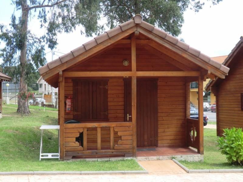 Bungalows cachadelos en sanxenxo caba as en pontevedra for Cabanas madera baratas