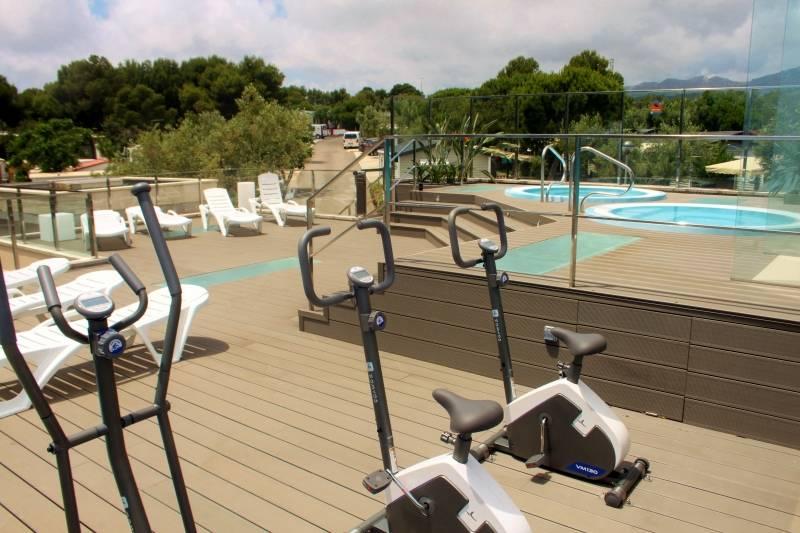 Bungalows la mas a en l 39 hospitalet de l 39 infant caba as for Camping tarragona piscina cubierta