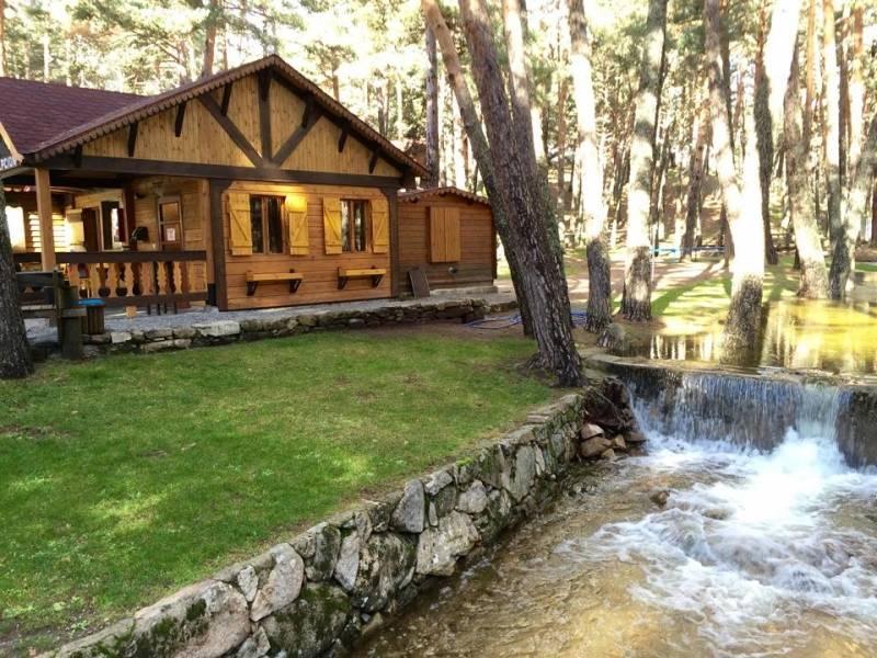 Bungalows valle enmedio en peguerinos caba as en vila for Camping en leon con bungalows y piscina